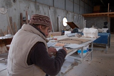 Alain Depoorter dans son atelier
