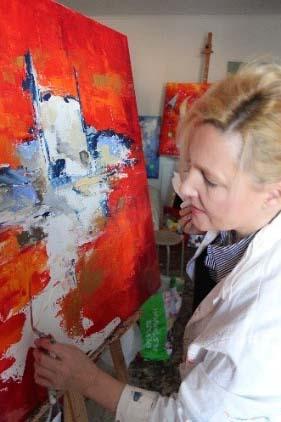 Armelle Bastide d'Izard en train de peindre
