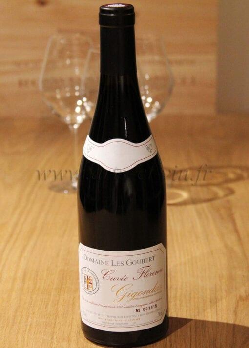 bouteille Gigondas Cuvée Florence Les Goubert sur table en bois