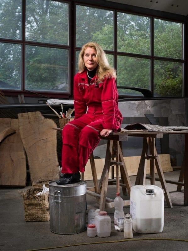 Sylvie Moreillon assise dans son atelier