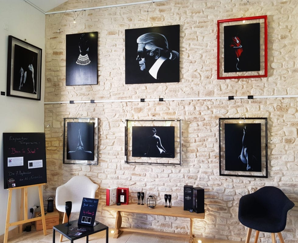 Tableaux Marie-Jo mur de pierre Galerie sept 2019