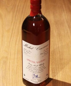 bouteille de Special Vatting Malt Whisky Michel Couvreur sur une table en bois