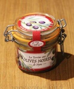 Bocal de Terrine aux Olives de Nyons 200g Maison Telme sur une table en bois