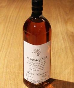 bouteille de Whisky Intravaganza Michel Couvreur sur une table en bois