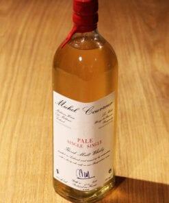 bouteille de Whisky Pale Single Single Michel Couvreur sur une table en bois
