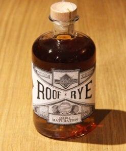 bouteille Whisky Roof Rye Ferroni sur table en bois