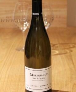 bouteille Meursault Vincent Girardin sur table en bois