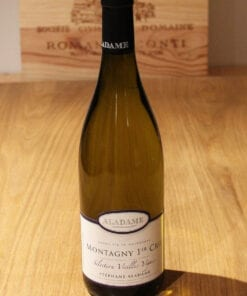 bouteille Montagny 1er Cru Selection Vieilles Vignes Aladame sur table en bois