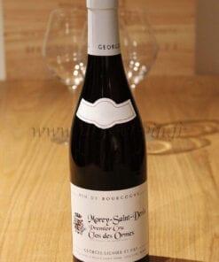 bouteille Morey Saint Denis Clos des Ormes Lignier sur table en bois