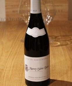 bouteille Morey Saint Denis Lignier sur table en bois