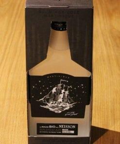 bouteille Rhum Blanc Neisson BIO sur table en bois