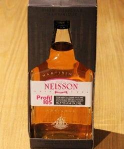 bouteille Rhum Neisson Profil 105 sur table en bois
