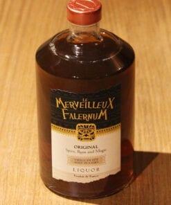 bouteille Liqueur Ferroni Le Merveilleux Falernum sur table en bois