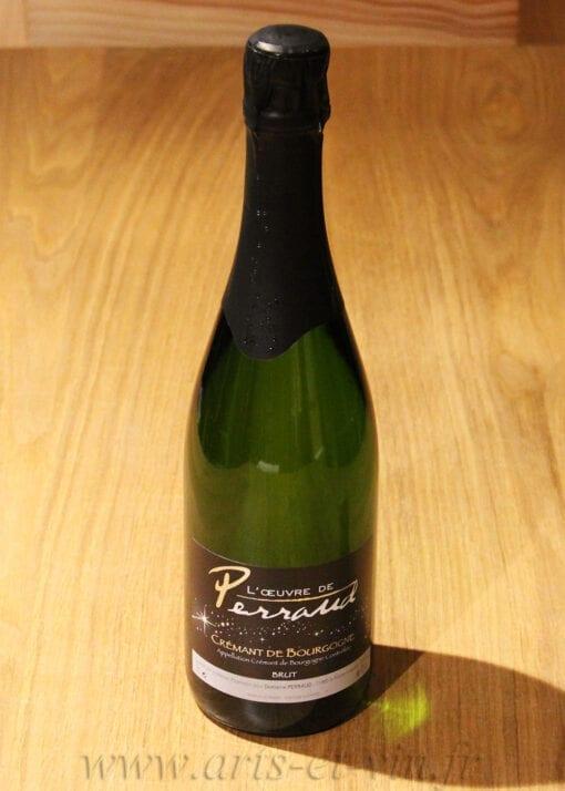 bouteille Cremant de Bourgogne Perraud sur table en bois